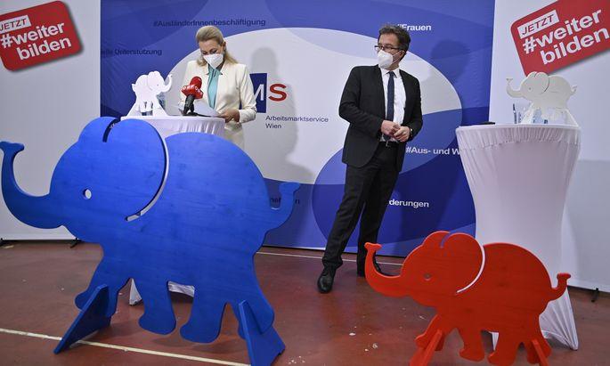 Arbeitsministerin Christine Aschbacher und AMS-Vorstand Johannes Kopf.