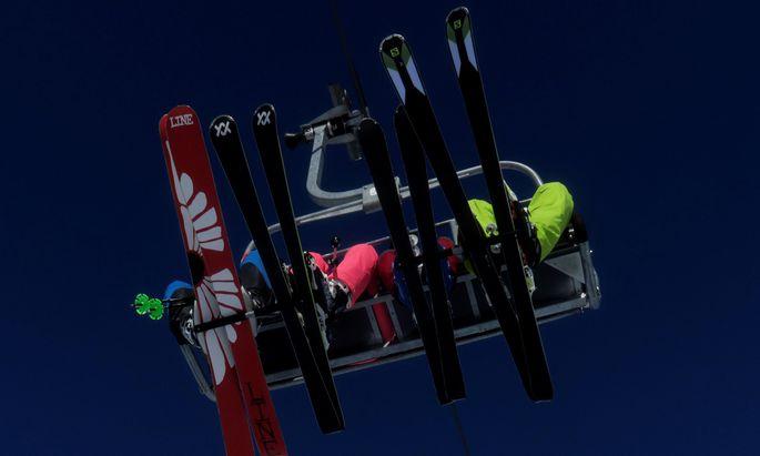 Die Debatte um eine vorweihnachtliche Schließung der Skigebiete könnte am Mittwoch beendet sein.