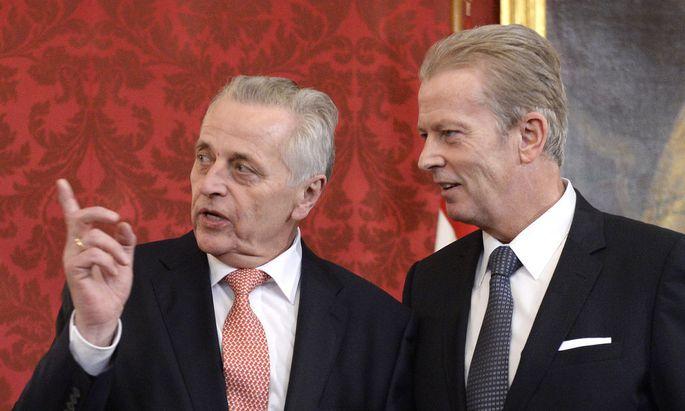 Rudolf Hundstorfer (Minister für Arbeit/Soziales/Konsumenten/SPÖ) und Reinhold Mitterlehner (Minister für Wirtschaft/Wissenschaft/ÖVP)