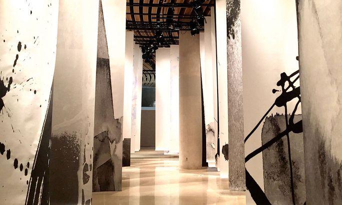 Ehre. Sogar im Carrousel du Louvre gab es Nakatsukas Arbeit zu sehen.