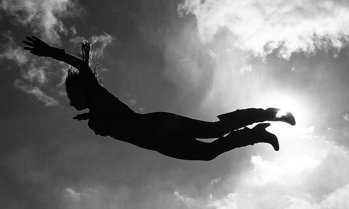 """Hier kommt sie, die """"Wonderwoman"""" (2009) von Eva Schlegel. Die Künstlerin unterschrieb ebenfalls den zur Zeit zirkulierenden """"Offenen Brief"""" gegen die Dominanz der """"weißen Männer"""" im Kunstbetrieb."""