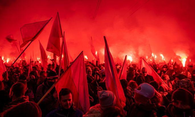 Gewalt zum Nationalfeiertag: Am Mittwoch randalierten in Warschau Rechtsextremisten. Polens Gesellschaft ist gespalten, die Stimmung aufgeheizt.