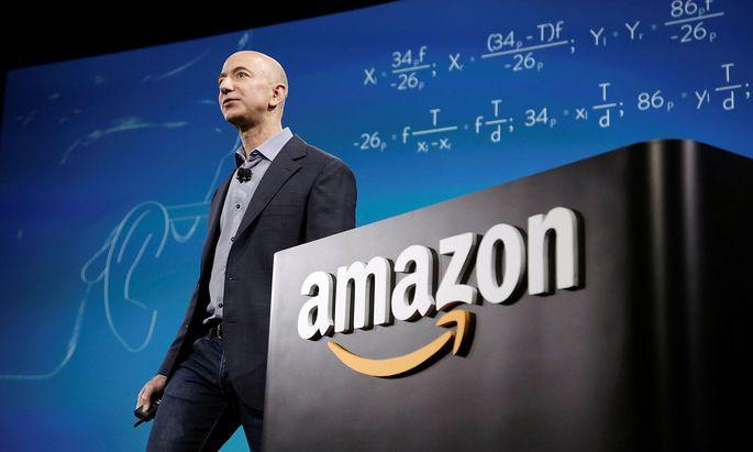 FILE PHOTO: Amazon CEO Bezos discusses his company's new Fire smartphone in Seattle, Washington