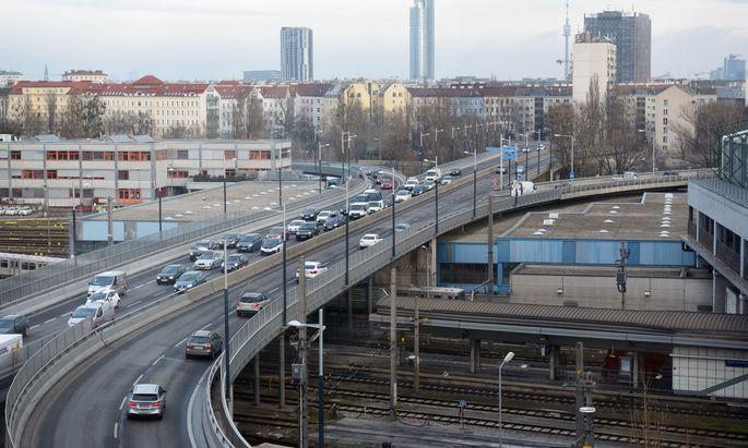 Eine City-Maut für Pendler nach Wien, wie von Verkehrsstadträtin Maria Vassilakou (Grüne) vorgeschlagen, wird von der Bundesregierung abgelehnt.