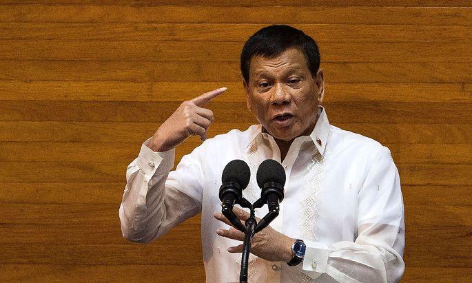 Rodrigo Duterte kündigt in seiner Rede zur Lage der Nation die Fortsetzung seines Kampfs gegen Drogendealer an.