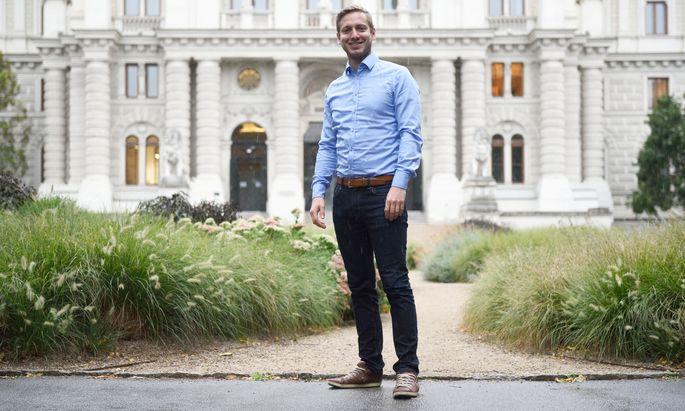 Der Wiener Gabriel Lentner ging schon als Jugendlicher ins Ausland, forschte in Stanford und Cambridge, und lebt und arbeitet nun in Krems.