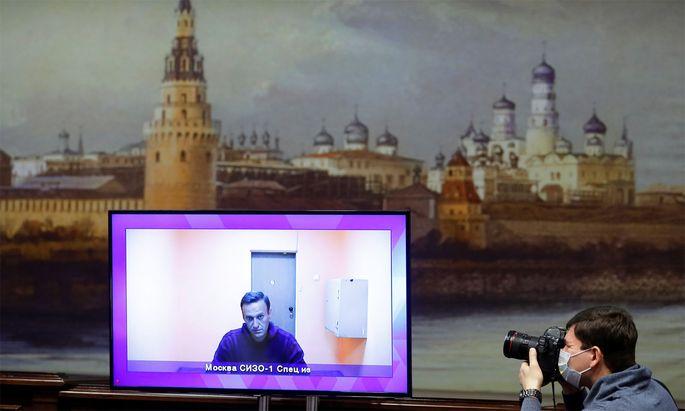 Alexej Nawalny war per Video aus dem Untersuchungsgefängnis zugeschaltet.