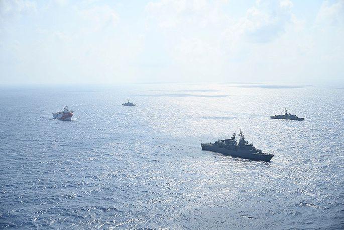 Aufmarsch im Mittelmeer. Türkische Kriegsschiffe begleiten Forschungsschiff.