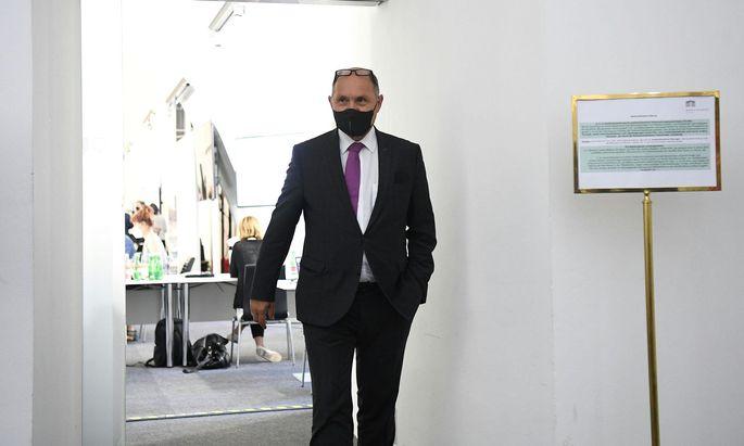 Fliegender Wechsel: Am Vormittag führte Sobotka noch den Vorsitz bei der Blümel-Befragung, am Nachmittag wurde er selbst befragt.