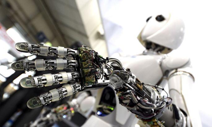 Der Einsatz von Robotern habe auf den Arbeitsmarkt keine so dramatischen Auswirkungen wie oft angenommen, sagt das IHS.