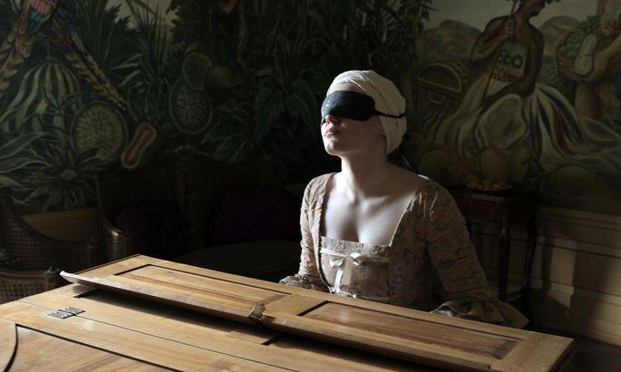 Maria Dragus als blinde Pianistin drückt dem Film mit nervösem Mienenspiel und erratischer Körpersprache ihren Stempel auf.