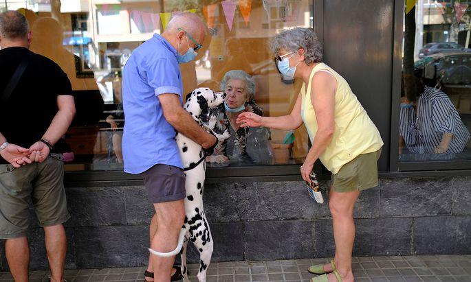 Besuche in Altersheimen unterliegen in Spanien strengen Auflagen.