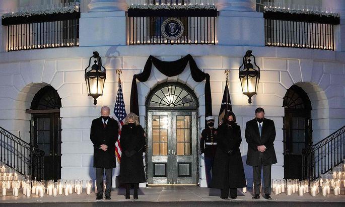 US-Präsident Biden und seine Stellvertreterin Harris gedachten der viel Corona-Toten.