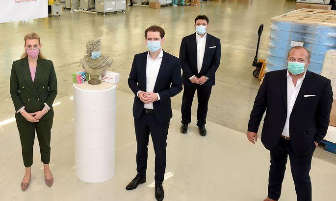 Bundeskanzler Kurz und Arbeitsministerin Aschbacher besuchten oesterreichische Masken-Produktion der Hygiene Austria LP GmbH
