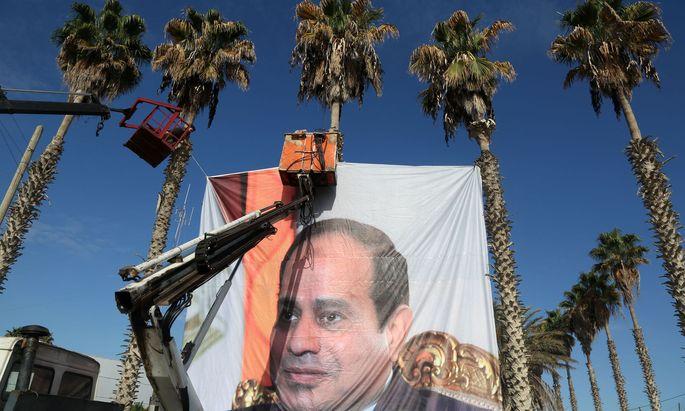 Ägyptens Machthaber Abdel Fatah al-Sisi wird mit einem Personenkult verehrt. Kritiker wandern ins Gefängnis.