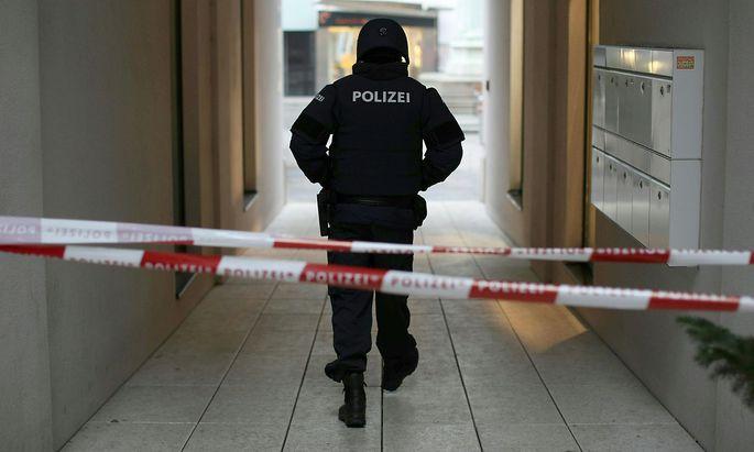 Polizeiabsperrung am Tatort, am 21. Dezember