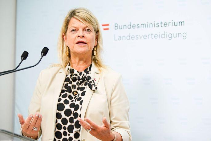Verteidigungsministerin Klaudia Tanner will Zusammenarbeit auf europäischer Ebene prüfen lassen.