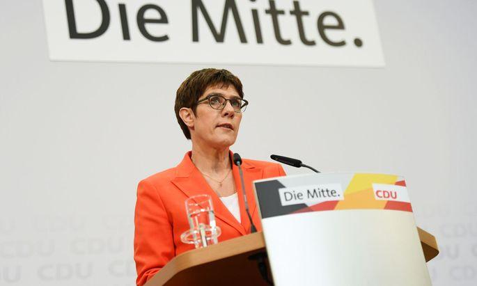 CDU-Chefin Annegret Kramp-Karrenbauer kämpft gegen den fortschreitenden Autoritätsverlust an.