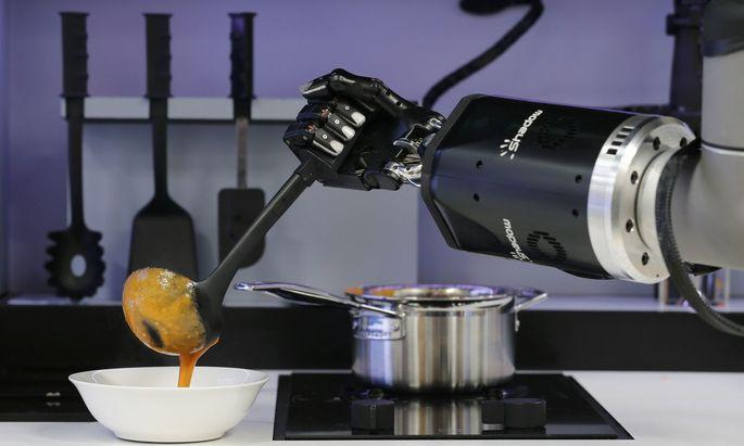Welche Suppe uns die Roboter künftig einbrocken, haben wir selbst in der Hand, sagt der Arbeitsforscher Carl Frey.