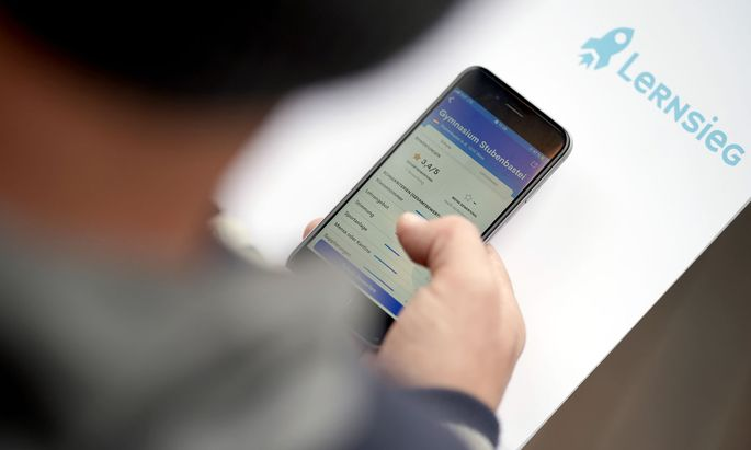 Die umstrittene App, mit der Schüler ihre Lehrer mit einem bis fünf Sternen bewerten können, könnte bald wieder online gehen.