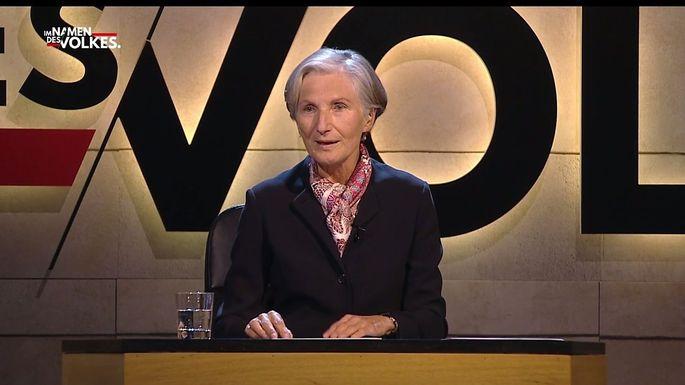 """Irmgard Griss in der ersten Sendung """"Im Namen des Volkes"""" auf Puls4."""