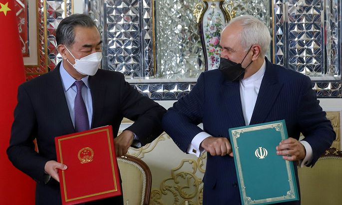 Irans Außenminister Mohammad Javad Zarif and Chinas Außenminister Wang Yi.