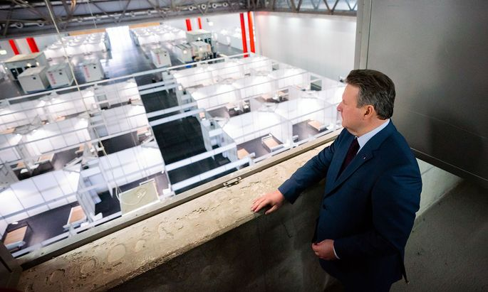Bürgermeister Ludwig hat in der Wiener Messehalle 880 Betten zur Versorgung von Corona-Opfern aufstellen lassen.