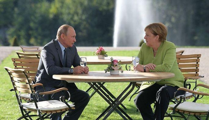 Russland Präsident, Wladimir Putin, und Deutschlands Kanzlerin, Angela Merkel, haben einiges zu besprechen.