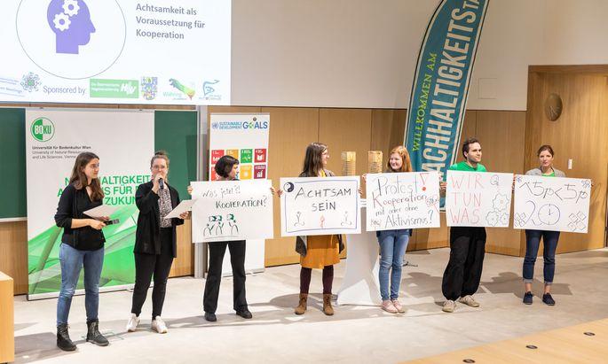 """Am alljährlichen Nachhaltigkeitstag präsentiert die Boku ihre diesbezüglichen Aktivitäten. 2019 stand er unter dem Motto """"Gemeinsam! Kooperation als Zukunftsprinzip""""."""