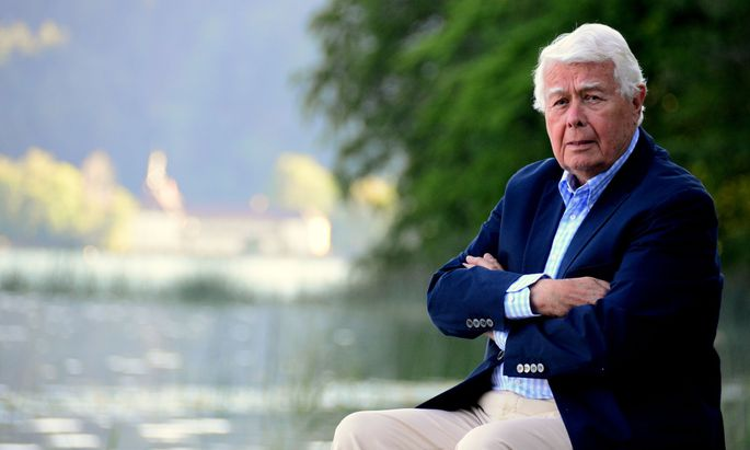 Der ewige Charmeur Peter Weck am Ufer des Mondsees.