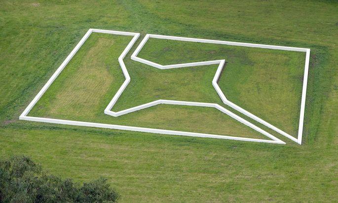"""Land art. Paul Wallachs """"Krauthügel"""", ein abgestürzter Stern, 45 x 45 m."""
