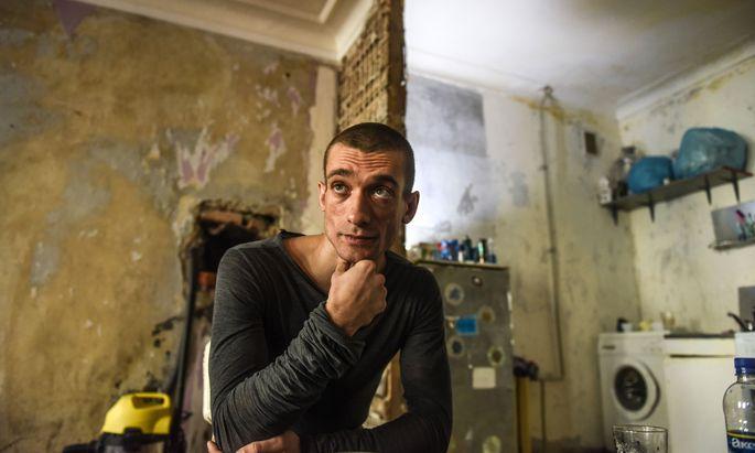 """""""Durch meine Aktionen zwinge ich die Macht, sich zu zeigen, und richte diese Dokumentation dann gegen sie"""", erklärte der russische Aktionskünstler Pjotr Pawlenski. Nun ist er in Paris."""