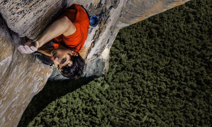 Vollkommen ungesichert klettert der Kalifornier Alex Honnold regelmäßig gigantische Felswände empor.