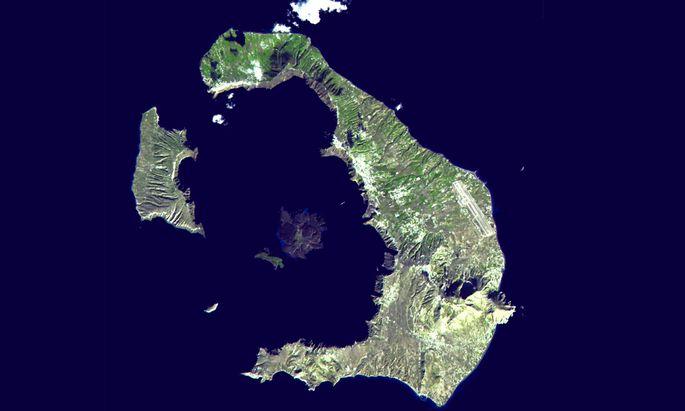 Das blieb, als einer der stärksten Vulkane der Geschichte ausbrach und ein großer Teil seiner Kraterwände im Meer versank: die Insel Santorin.