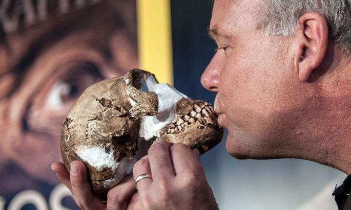 """""""Mr. Paleodemocracy"""": Den Ehrentitel erhielt Lee Berger für das Teilen seines spektakulären Funds des Homo naledi."""