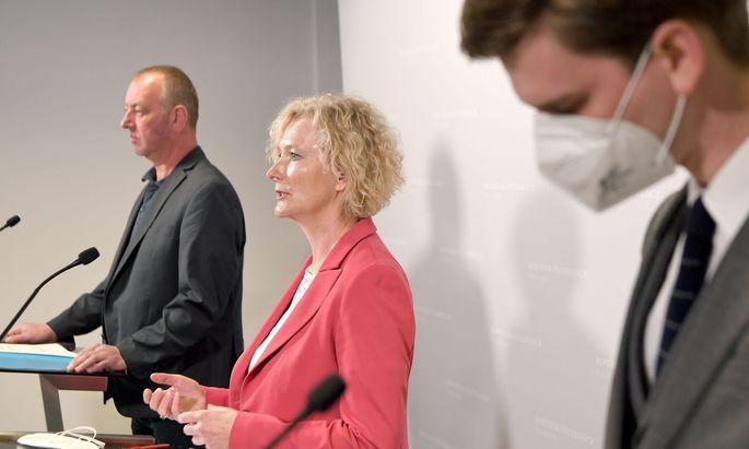 Haben einige Fragen an die Regierung: Wolfgang Zanger (FPÖ), Karin Greiner (SPÖ), Douglas Hoyos (Neos)