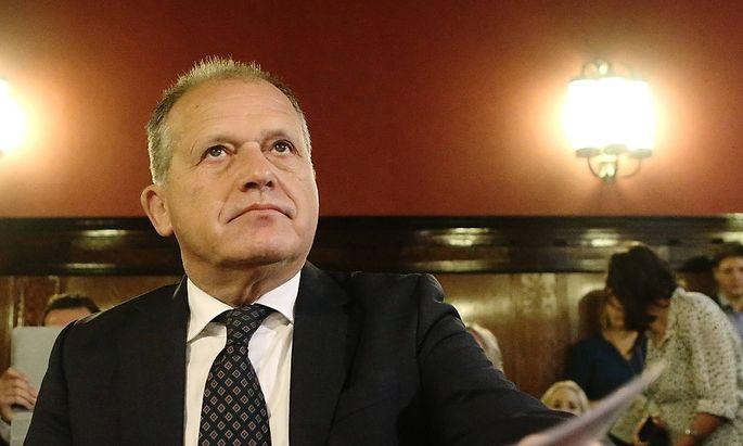 Ex-Innenminister Strasser arbeitet in Gefängnisbibliothek