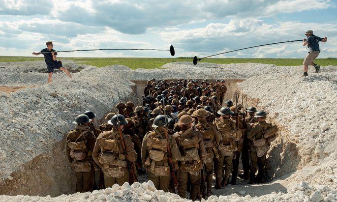 """Einfühlung in den Dauerstress von Fußsoldaten im Ersten Weltkrieg will """"1917"""" bieten und visuelle Einzigartigkeit – er ist in einer einzigen Einstellung gedreht: Und doch wirkt er enorm künstlich."""