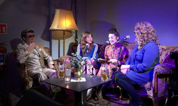 Synthpopper Gutlauninger und das Drama-Carbonara Trio Tajana, Jasna und Asta (v. li).