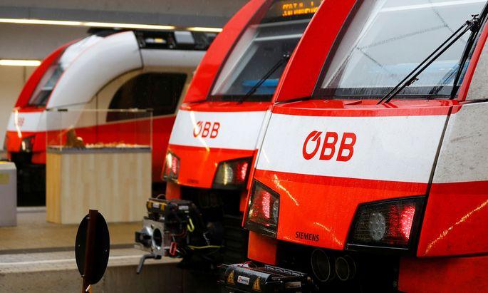 City-Jet-Garnituren der ÖBB in einem Wiener Bahnhof.