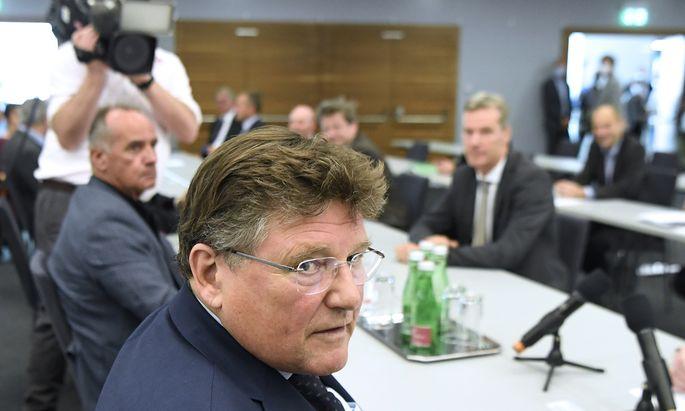 Im Vordergrund: Rainer Wimmer.