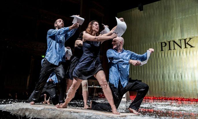 Das Avantgarde-Duo Ricci/Forte brachte eine bildmächtige Performance nach Guanajuato.