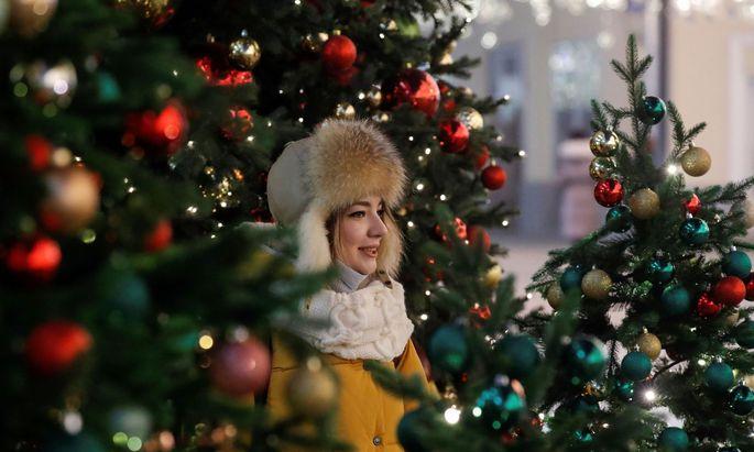 Bunte Lichter, glitzernde Kugel: Gerade in einem Jahr wie diesem bringt ein geschmückter Christbaum Freude in die eigenen vier Wände. Es gibt aber Alternativen.