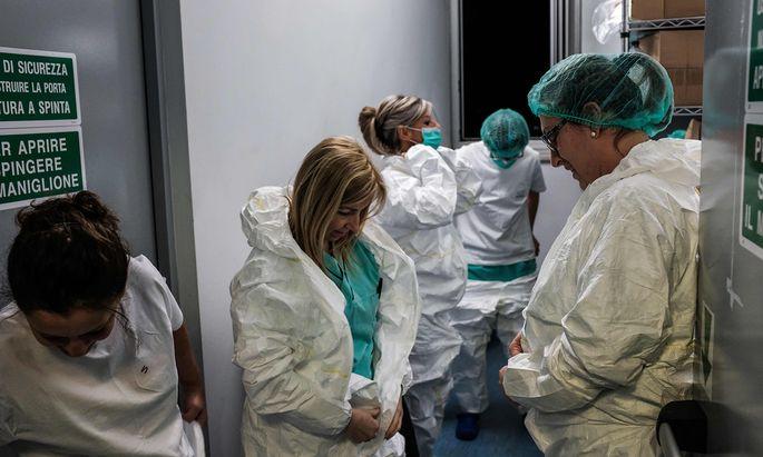 Sind an die Grenzen ihrer Kapazitäten gelangt: Krankenschwestern in einem lombardischen Spital.
