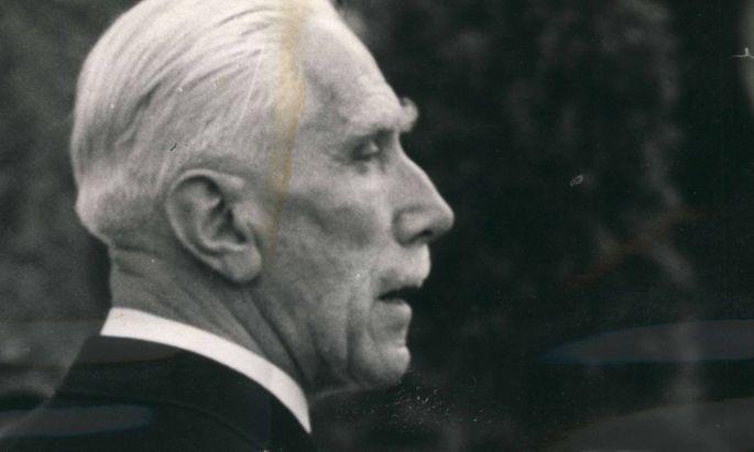 Franz von Papen im Jahr 1956.