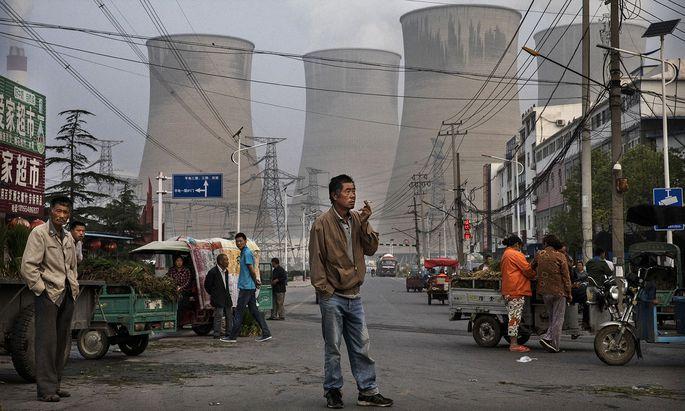 2000 Kohlekraftwerke produzieren den Strom für Chinas ökonomische Aufholjagd. Und sie sorgen für fast 40 Prozent der CO2-Emissionen des Landes.