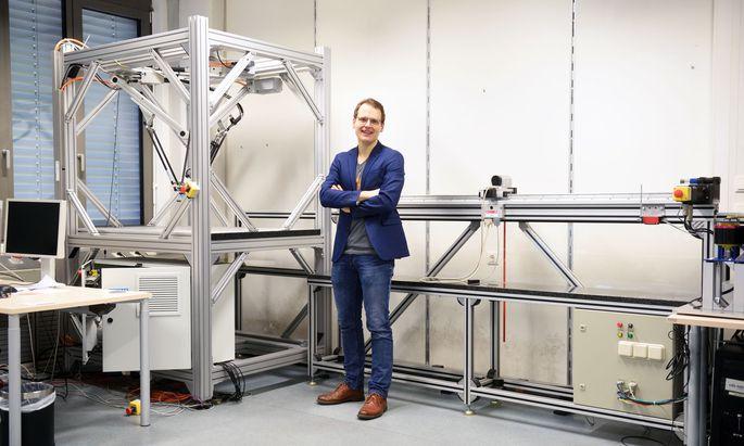 Wenige Femtosekunden, das sind Billiardstel Sekunden, dauern die Laserpulse, an denen Andreas Deutschmann-Olek an der TU Wien forscht.