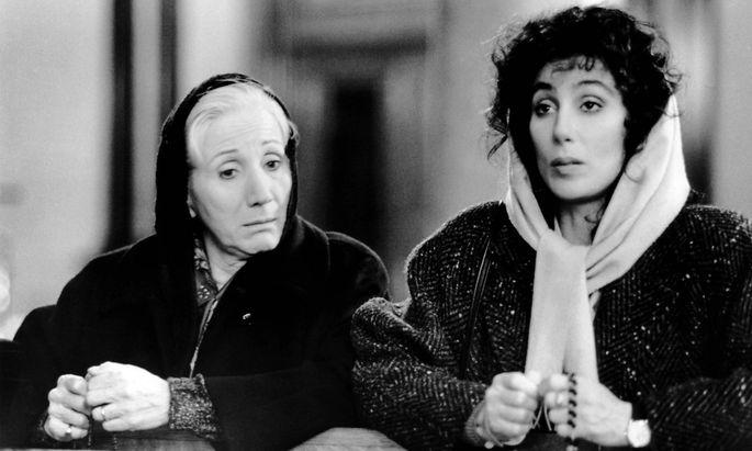 "Olympia Dukakis neben Cher in ""Mondsüchtig"" (1987)"