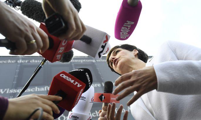 SPÖ-Chefin Pamela Rendi-Wagner fordert von den Verhandlern mehr Tempo ein.