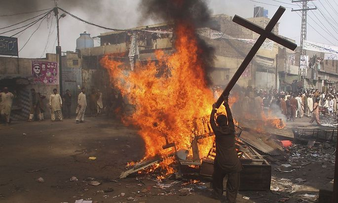Pakistan: 3000 Moslems verwüsten christliches Viertel